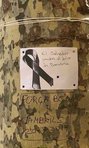 Ramblas de Barcelona, agosto 2017, árbol con mensajes | Hebe Prado |#No Tinc Por